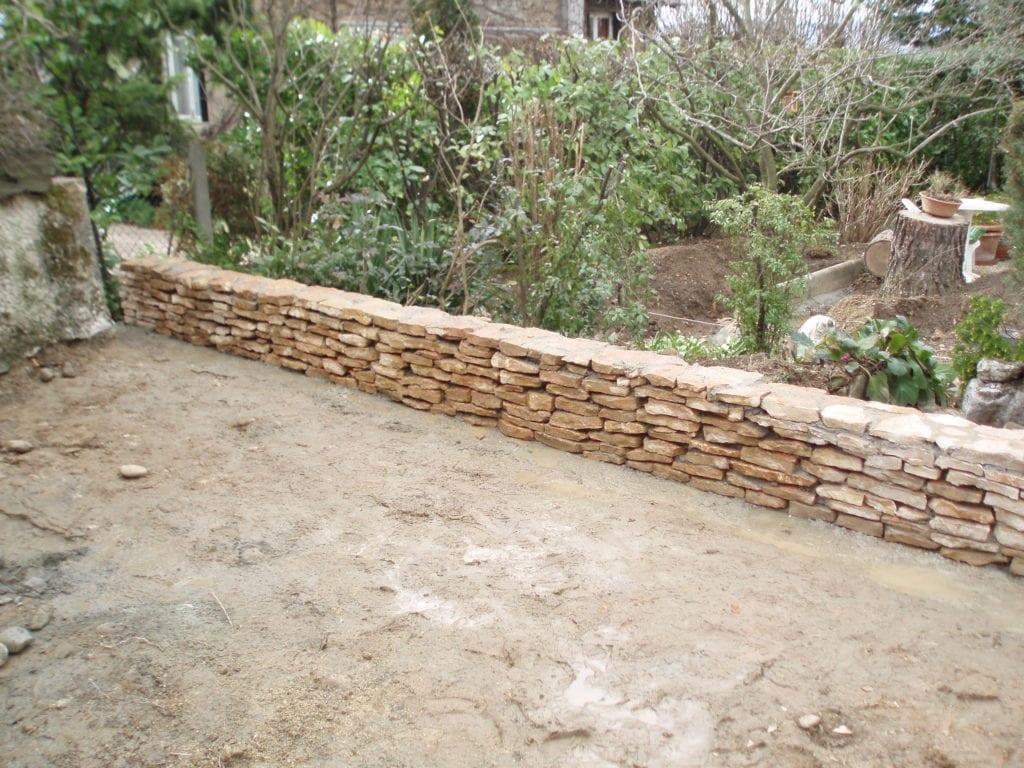 Un muret en pierre chez un particulier à Oullins