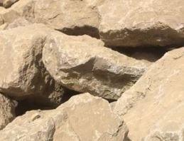 Bloc en calcaire beige pour la maçonnerie paysagère