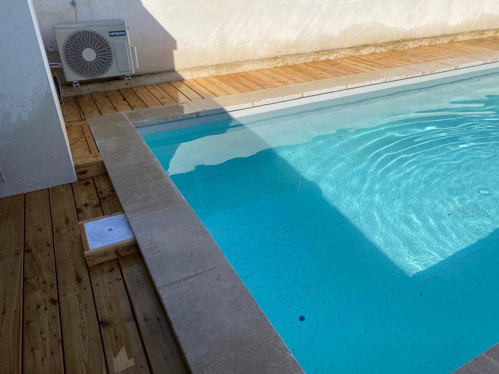 Le plancher s'allie sans problème à la piscine